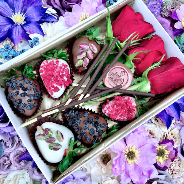 Chocolate strawberries gift box & red roses, Adelaide same day delivery, dessert box, flowers & chocolate