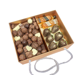 Chocolates Assortment, Whiskey & Strawberries Gold Box