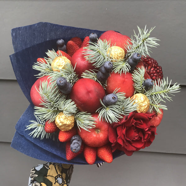 Red Feast - Christmas Fruits Bouquet