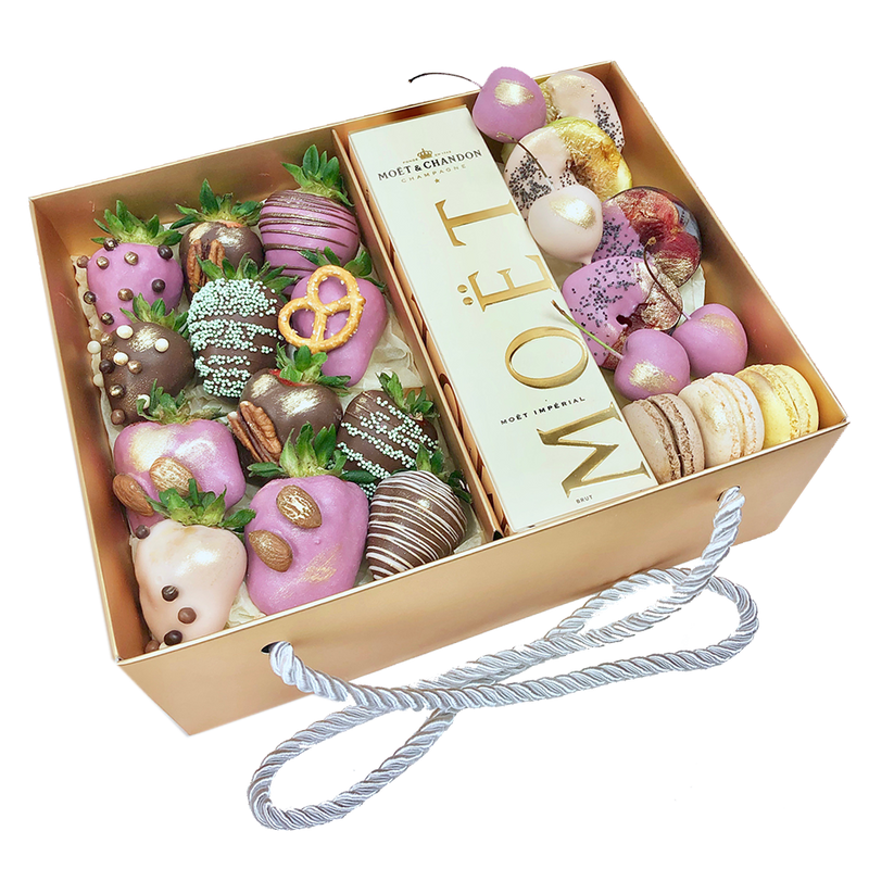 Mixed Chocolate berries & Moet Champagne Gift Box