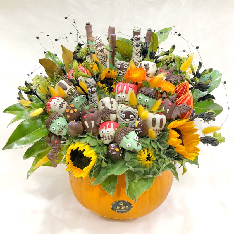 halloween-strawberries-in-a-pumpkin-vase