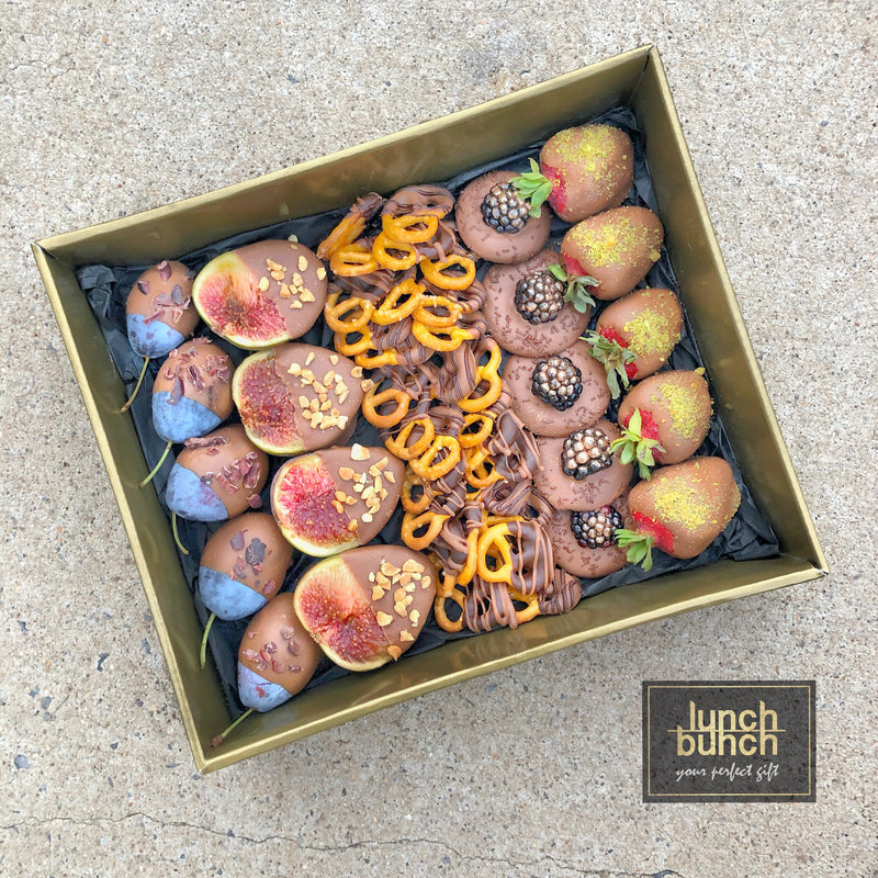 chocolate-dipped-fruits-berries-dessert-box