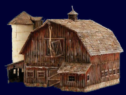 Woodland Scenics O Built-N-Ready Old Weathered Barn LED Lighted