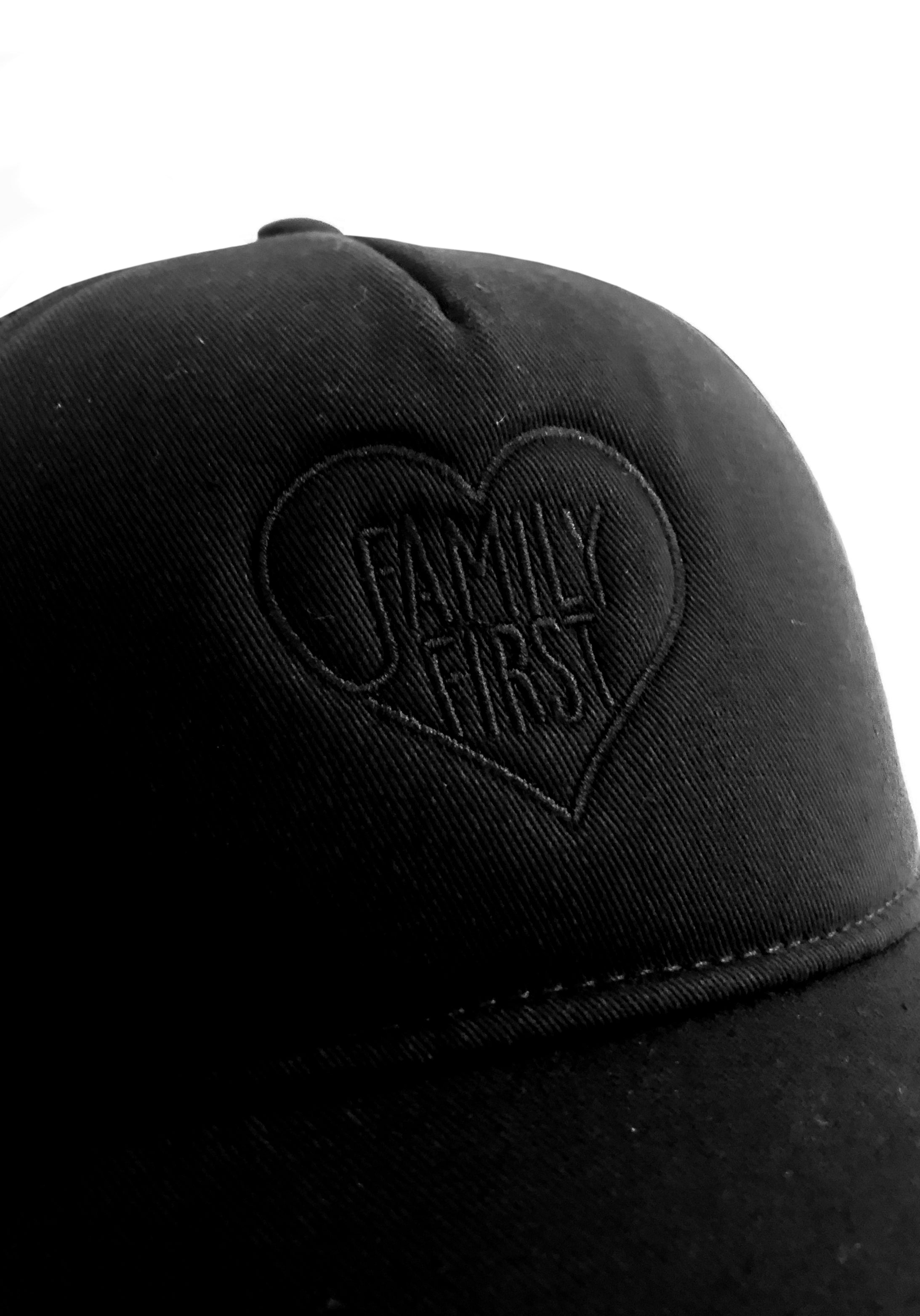 Trucker Cap Heart Black