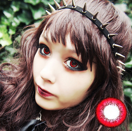 dolly-red-contacts-.jpg