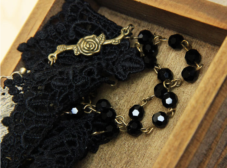 black-rose-gothic-collar-choker-1.png