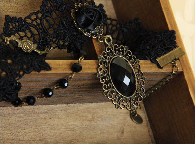 black-rose-gothic-collar-choker-2.png