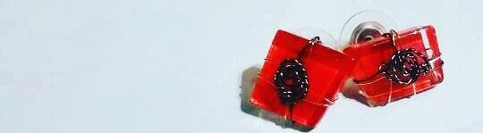 Glass Stud Earrings (Scarlet)