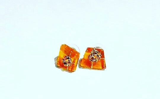"Glass Stud Earrings (Apricot) ""DECADE"