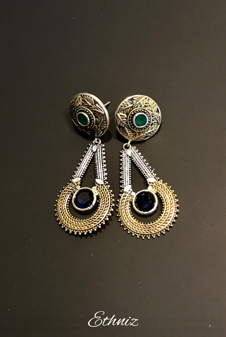 Metallic dangling earring with Indigo and Green stone