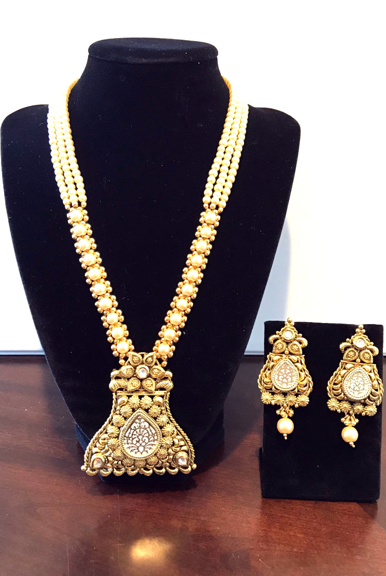 Necklace Set- White Pearl