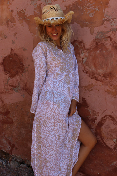 Maxi kaftan in beige and white with hand embroidery