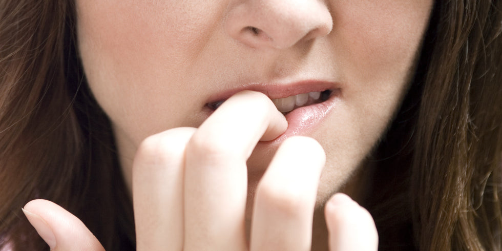 HOW NAIL BITING CAN BE DANGEROUS?