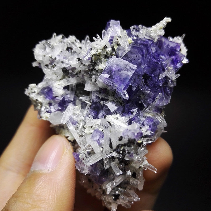 70.6g purple Fluorite quartz crystal
