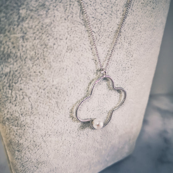Clover Silhouette Long Necklace