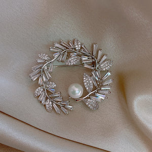 Feathery Leaf Wreath Diamond Brooch