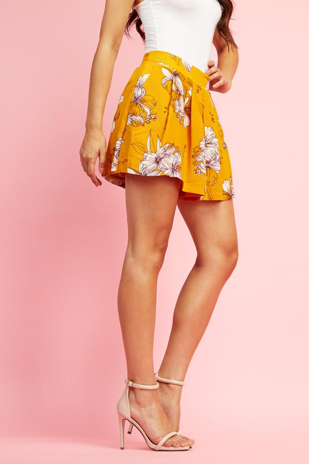floral-woven-pleated-shorts