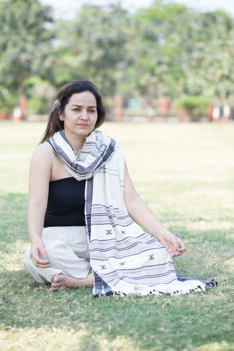 Kotpad Organic Cotton Stole- Off White with Black Cross Pattern
