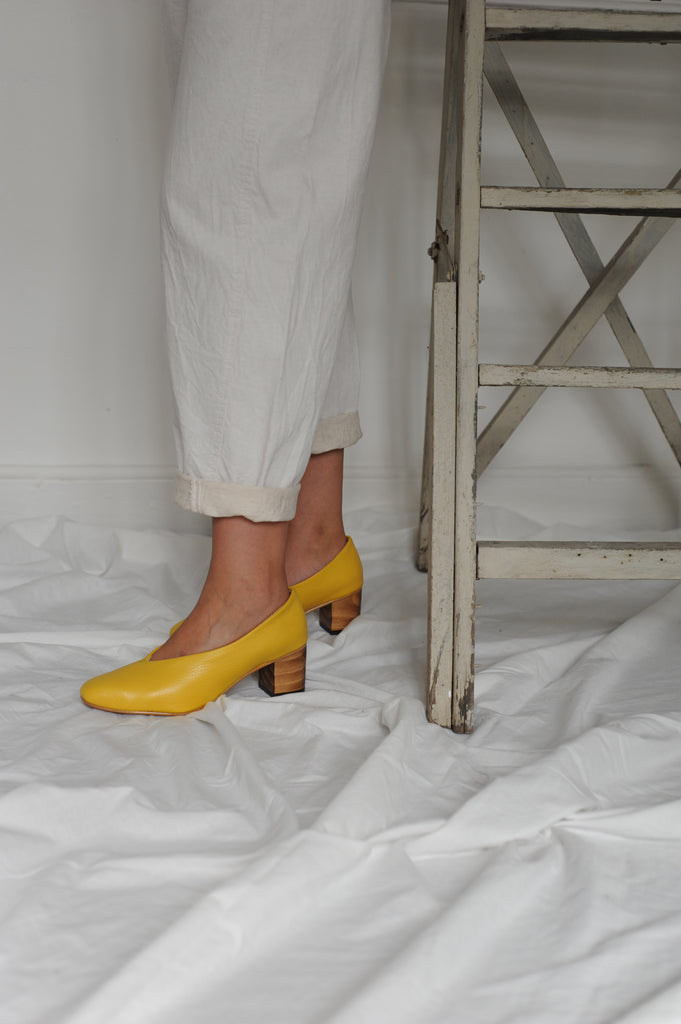 Yellow Calf Leather Pointed Pumps