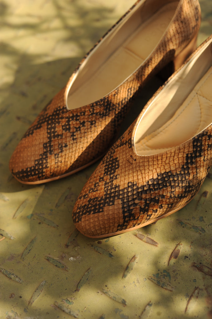 Camel Cobra Pointed Pumps