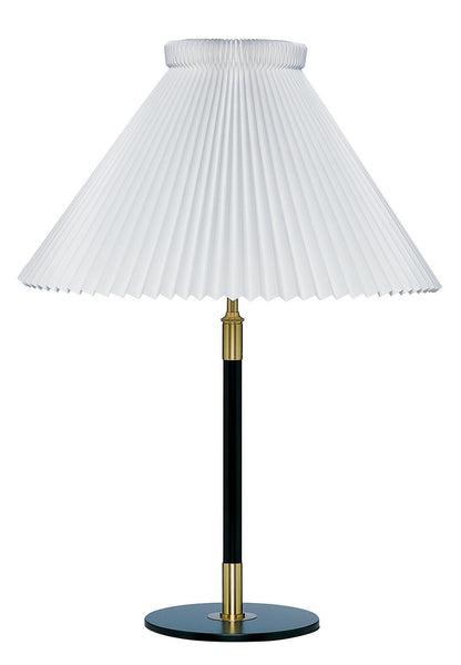 Le Klint 352 Table lamp