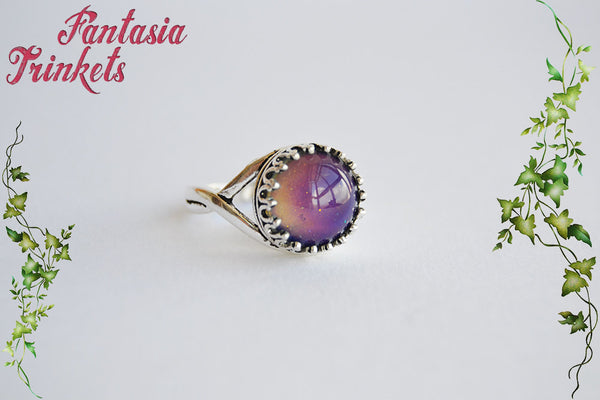 Mood Ring - Color Changing Stone on an Antique Silver Crown Edge Adjustable Ring - Vintage Mood Jewelry