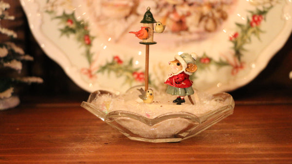 Adding a Mouse in a Glass Dish to your Christmas Display