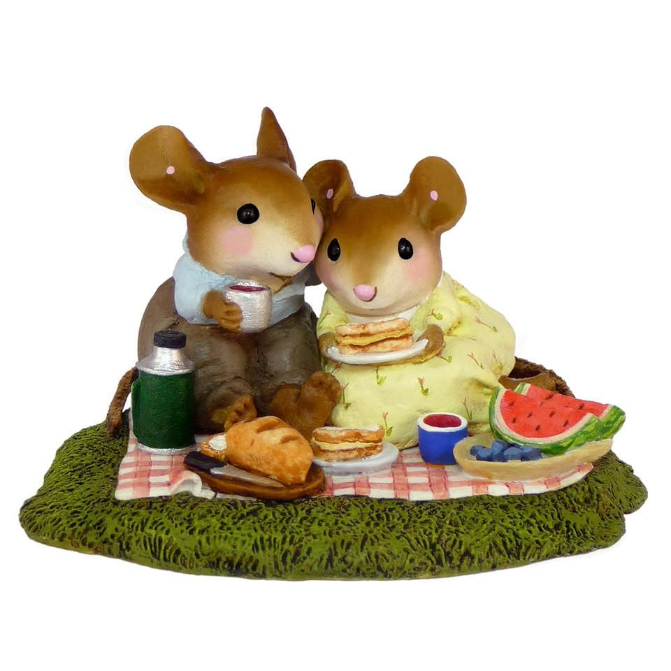 Romantic Mouse Picnic
