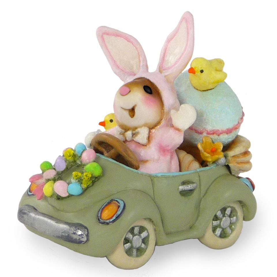 Mouse in an Easter Car