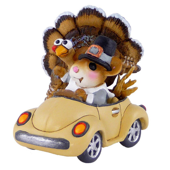 Mouse in a Thanksgiving Car with a Turkey
