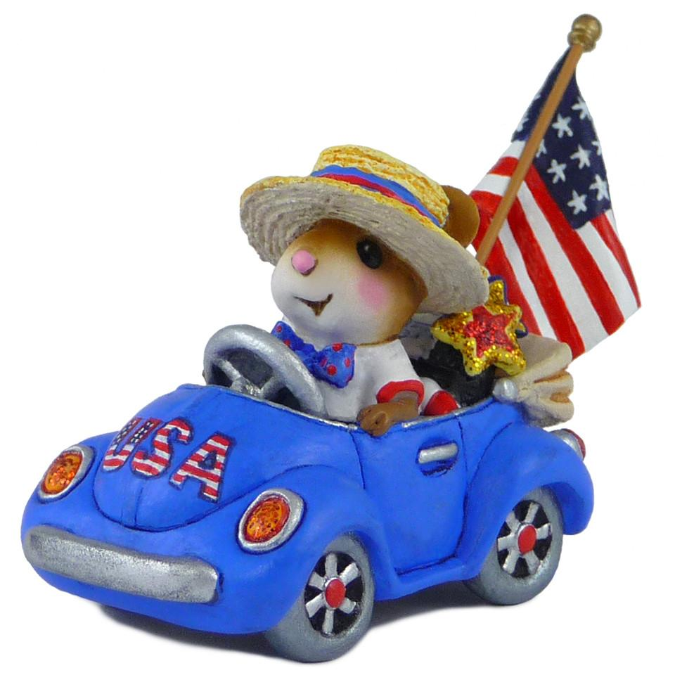 Fourth of July Mouse in a Car