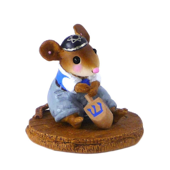 Mouse Spinnging a Dreidel