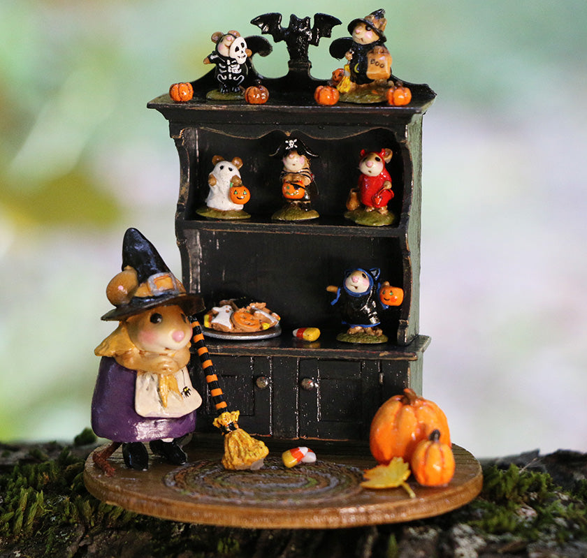 Collector's Halloween Curio (full)
