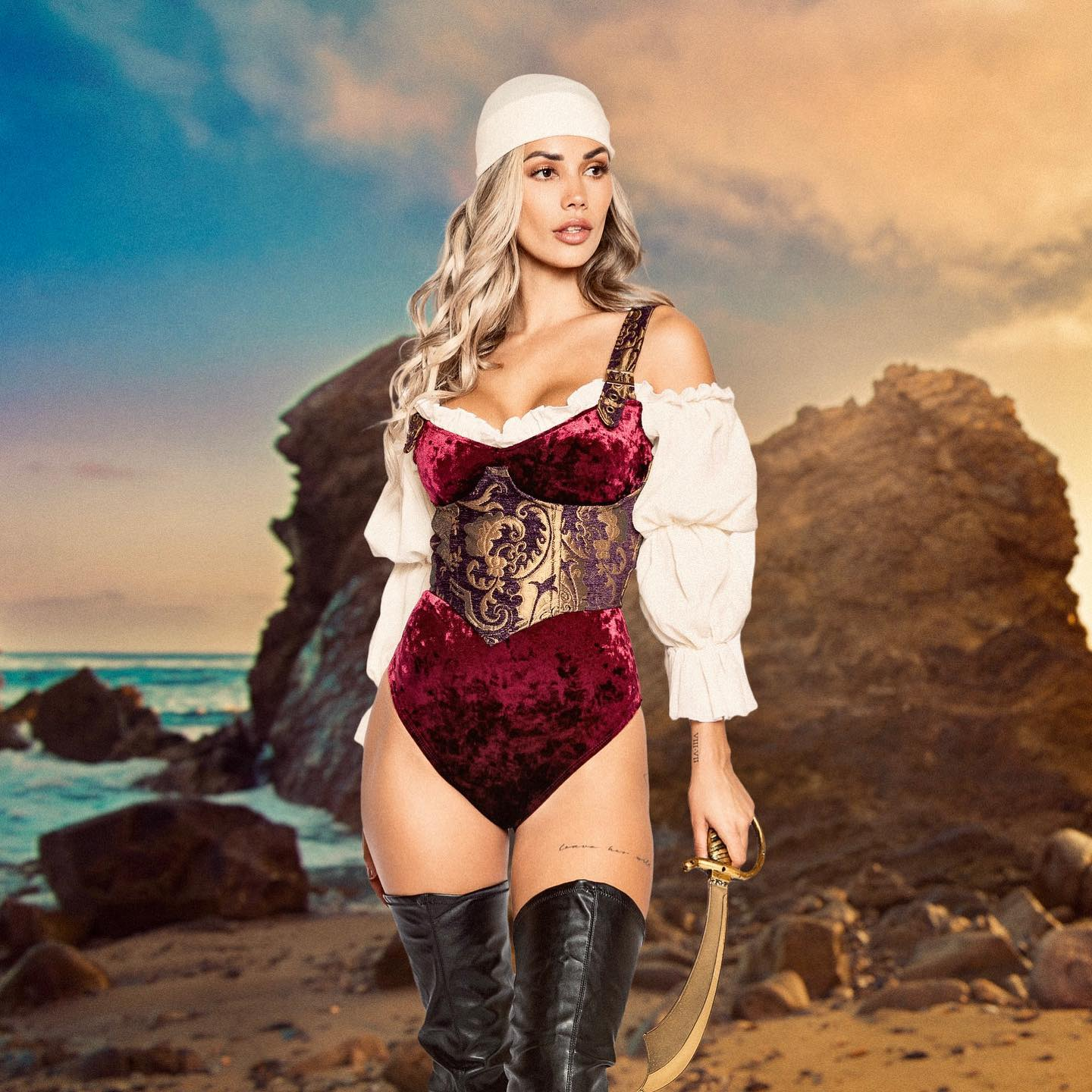 4pc Elegant Pirate Maiden Costume