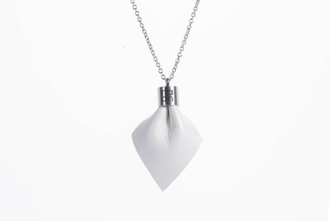 PLUME Basic Mini Necklace - The Naan Design