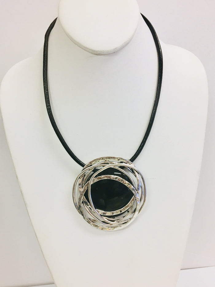 Black pendant Necklance - Luxe Shoe Boutique & Accessories