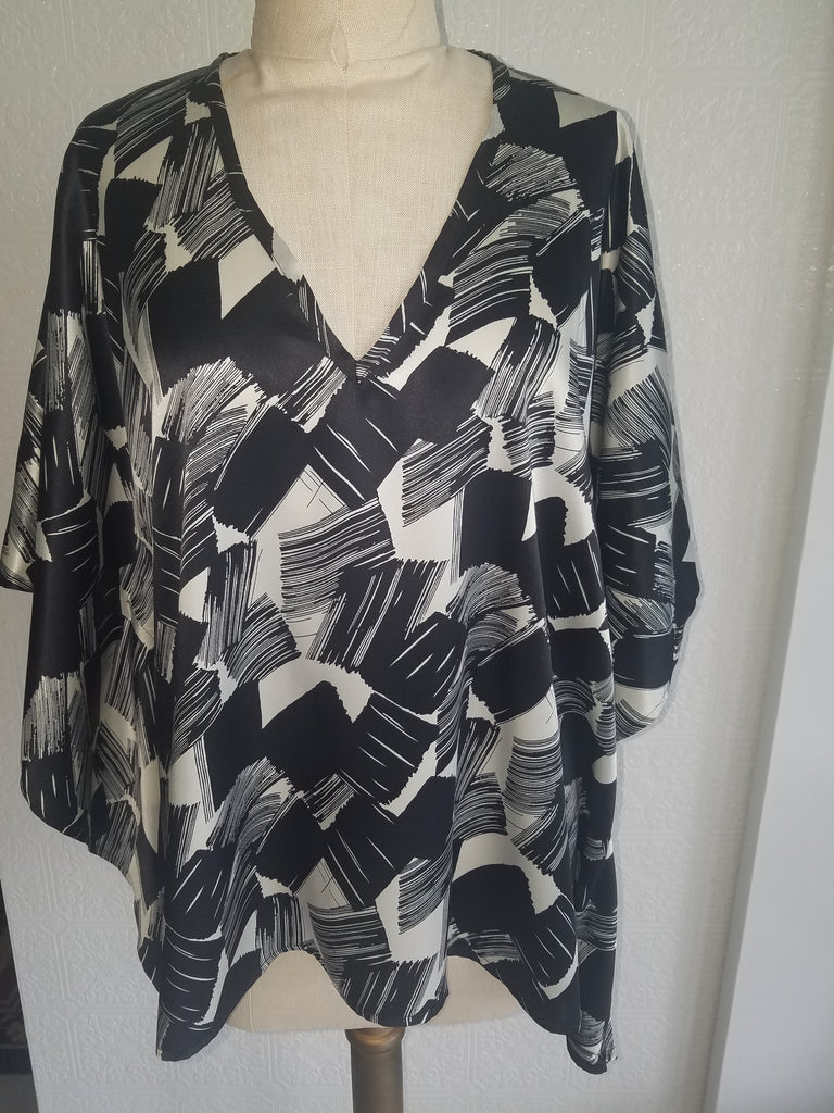 caftan top italian silk one of a kind black and white comfortable