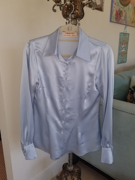 Fitted shirt with slits in sleeves