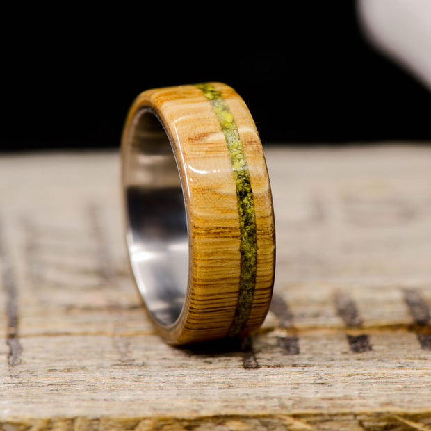 Oak with Offset Green/Yellow Serpentine Stone