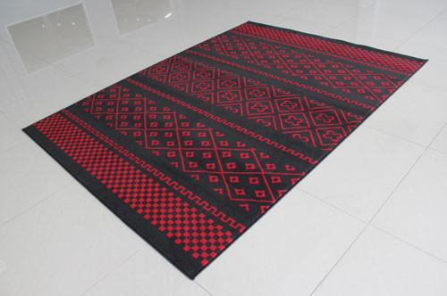 W1510 Black Red Area Rug