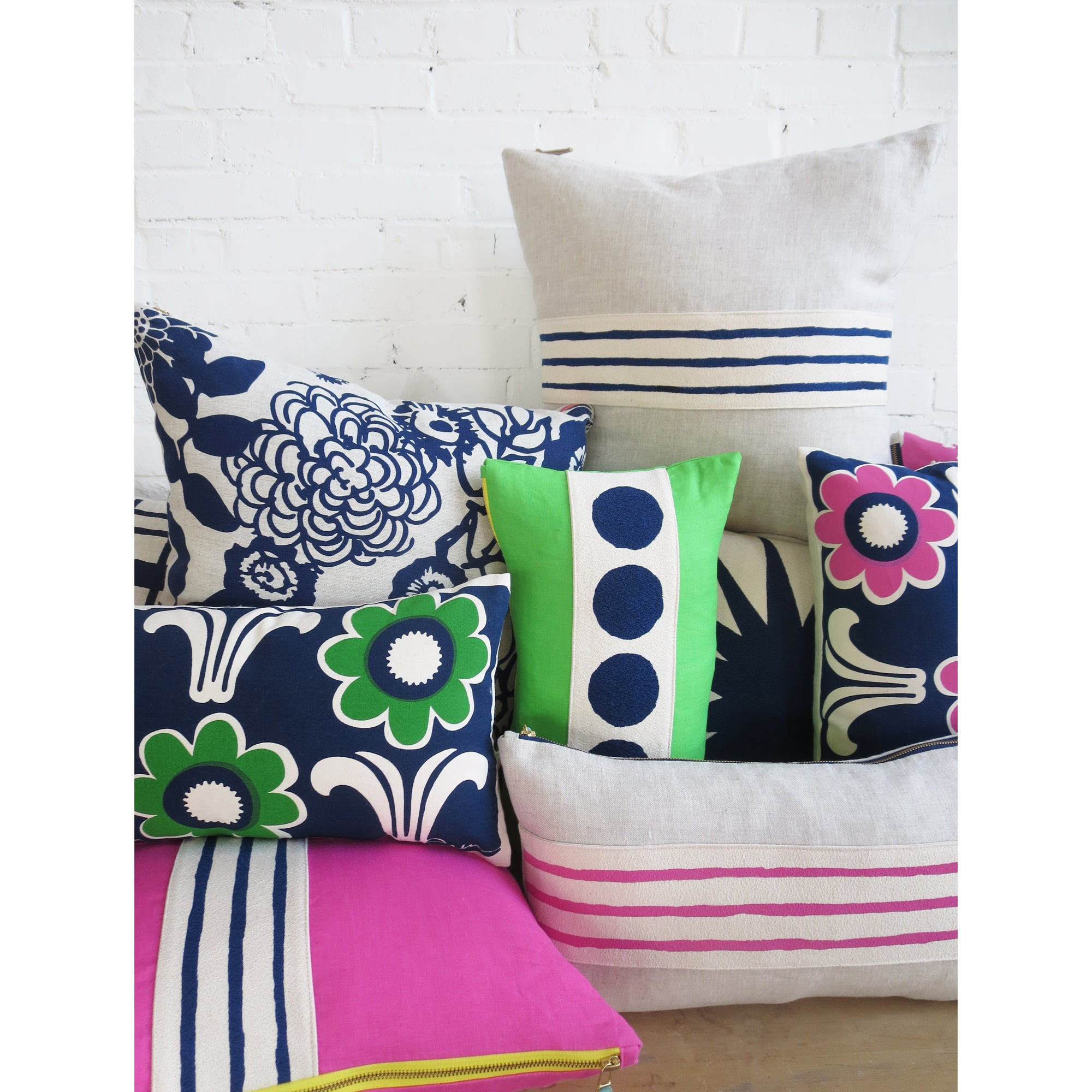HOT PINK LINEN NAVY 3 LINES BAND PILLOW