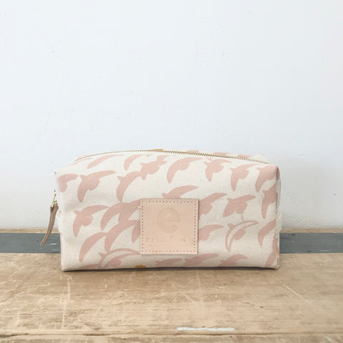 DUSTY PINK FLIGHT DOPP KIT
