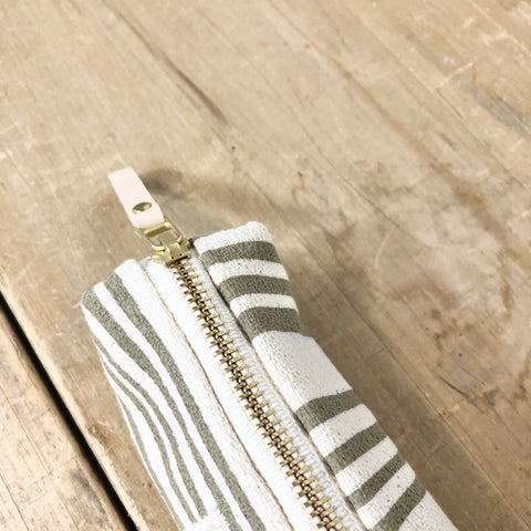 OATMEAL BRUSH PENCIL ZIPPER BAG