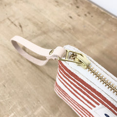 CLAY BRUSH WRISTLET ZIPPER BAG