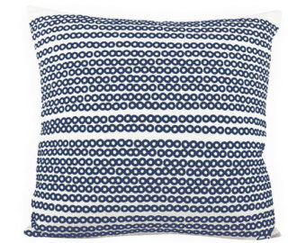 DECO DOT PILLOW IN NAVY