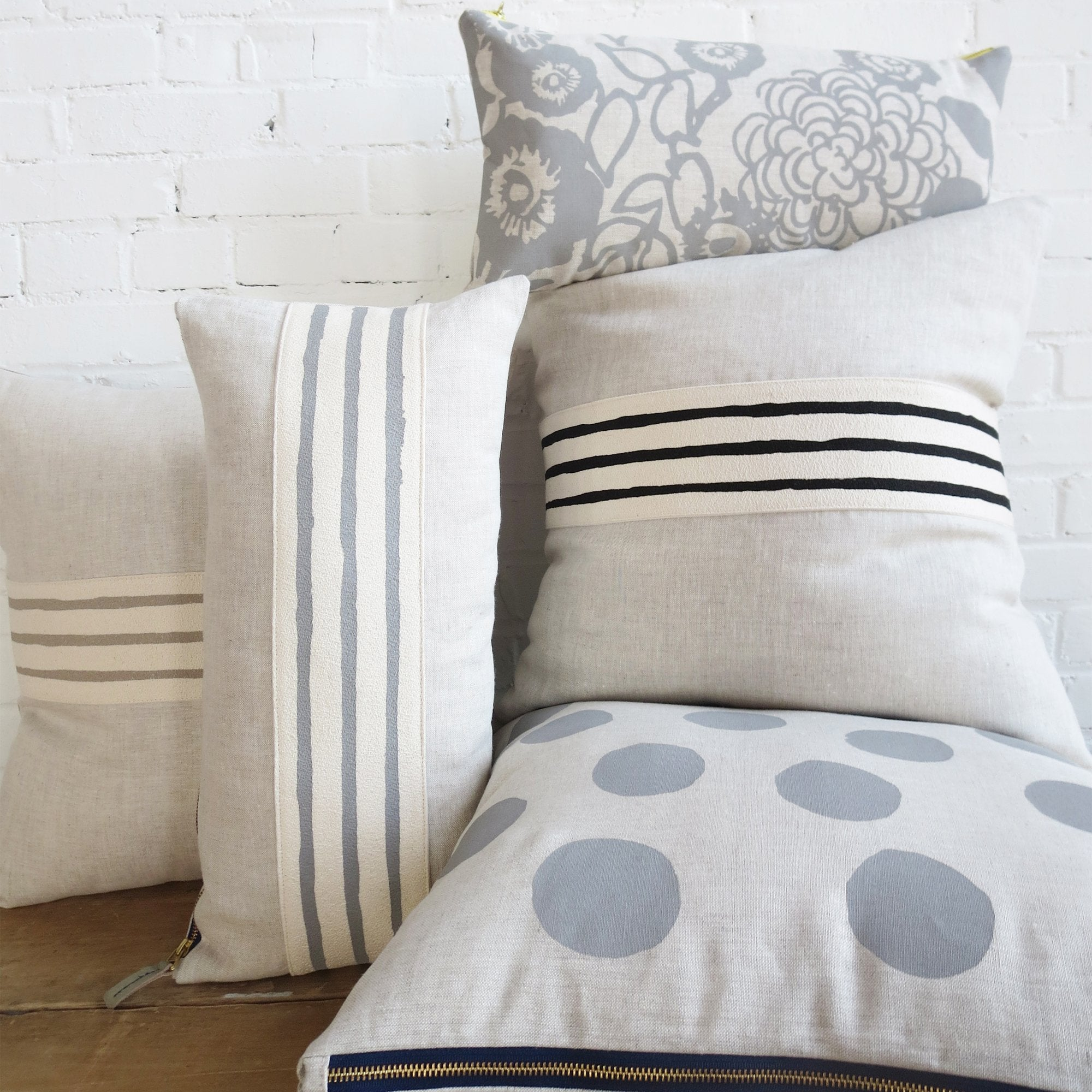 BIG DOT OATMEAL LINEN PILLOW COVER IN RAINY DAY