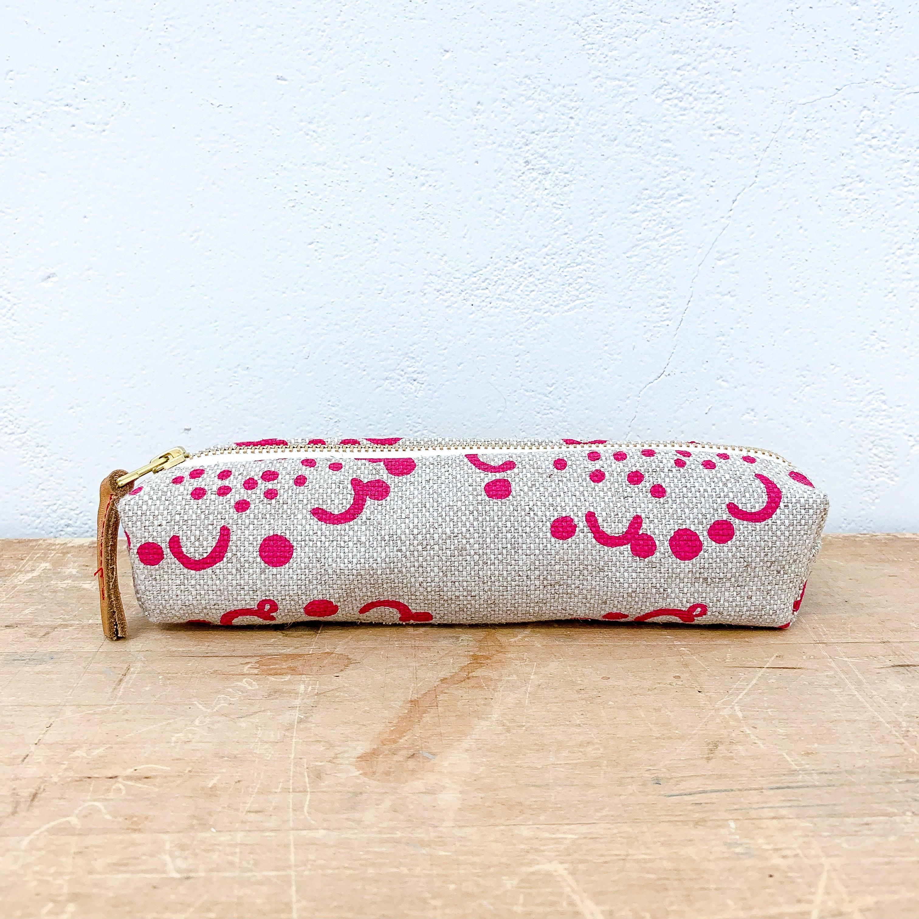 BERRY DANDELION OATMEAL LINEN ROUND PENCIL ZIPPER BAG