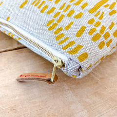 GOLD RAIN OATMEAL LINEN MAKE UP ZIPPER BAG