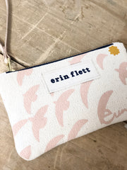 DUSTY PINK FLIGHT WRISTLET ZIPPER BAG