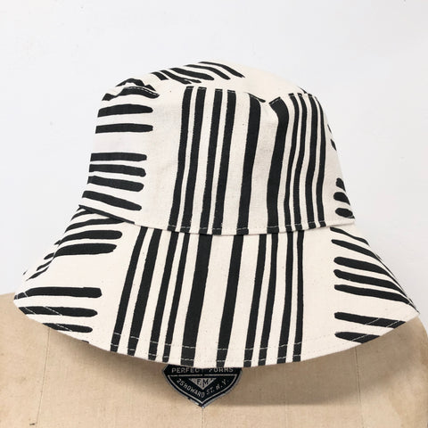 WORN BLACK BRUSH BUCKET HAT